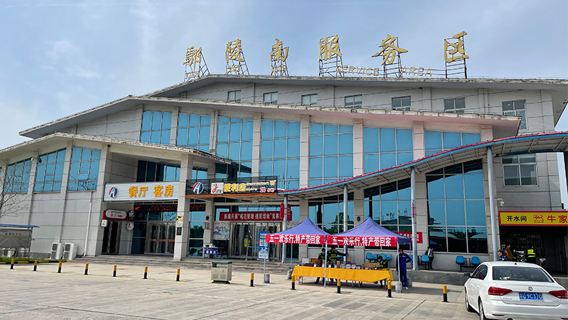 In the motorway service area of Yanling South
