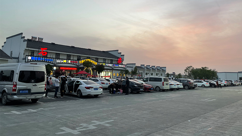 In the motorway service area of Shi Liang